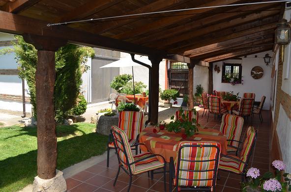 Casa de turismo rural la pequea a y b - Casas pequenas con porche y jardin ...